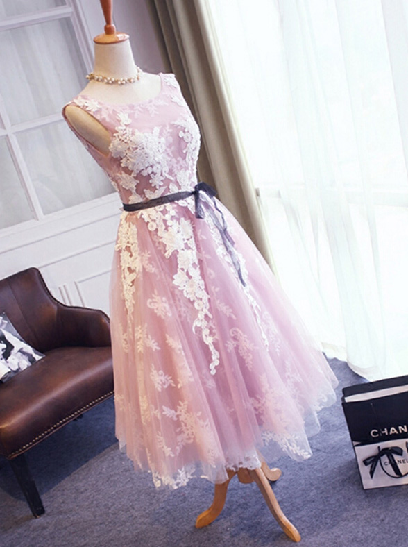 Floral Lace Appliquéd Scoop Neck Sleeveless Short Tulle Homecoming Dress Featuring Plunge V Back