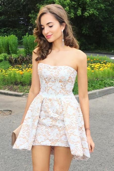 High Fashion A-Line Strapless Lace Short Homecoming Dress