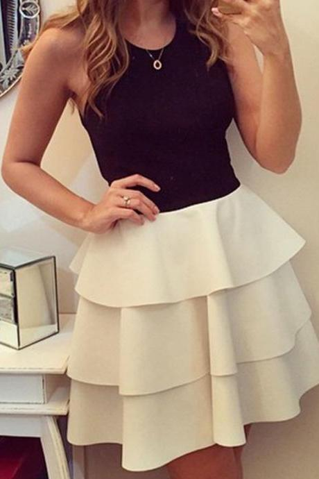 Fashion A-Line Scoop Sleeveless Tiered Short Homecoming Dress